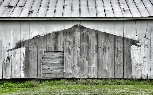 Barn shadow100